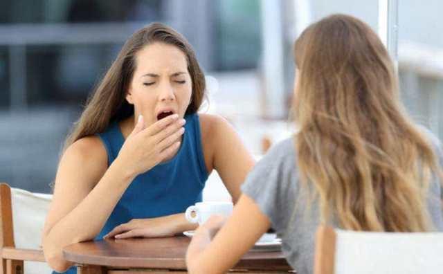 pesonnalité ennuyeuse: caractéristiques et signes